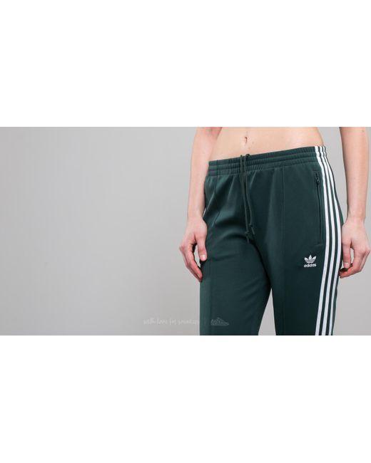 Lyst adidas Originals Adidas Superstar TRACK PANT mineral verde en