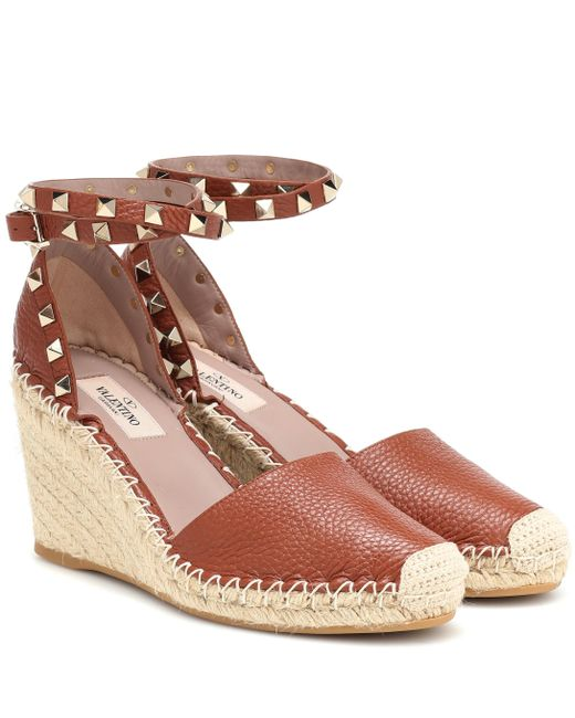 bc3935e28365 Valentino - Brown Rockstud Leather Wedge Espadrilles - Lyst ...