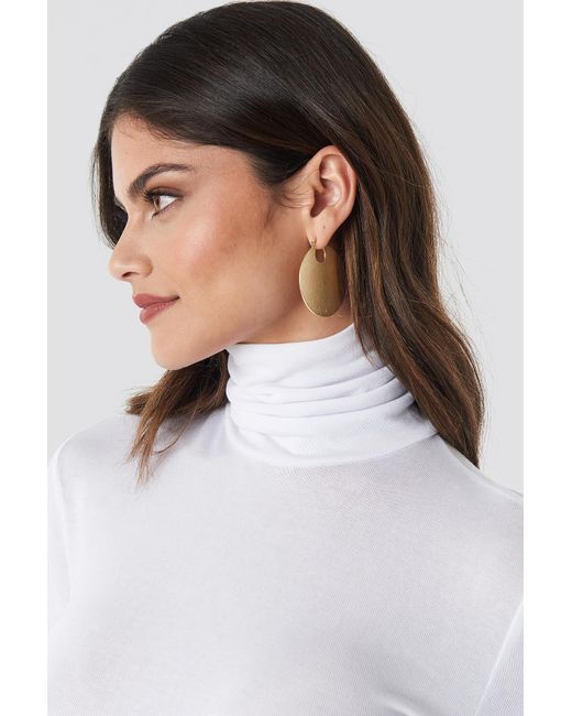 NA-KD - Metallic Textured Shield Earrings Gold - Lyst