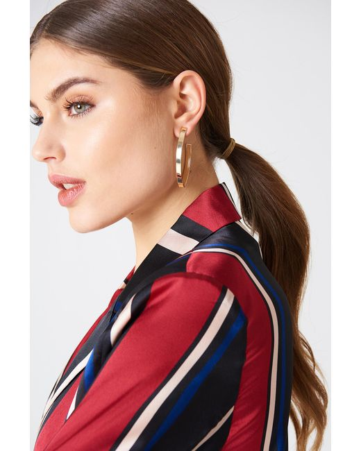 NA-KD - Metallic Structured V-shaped Drop Earrings Gold - Lyst