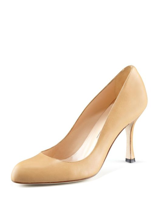 Manolo Blahnik - Natural Fokapump Round-toe Leather Pump - Lyst