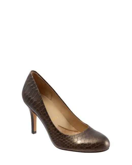 Trotters | Brown 'signature Gigi' Round Toe Pump | Lyst
