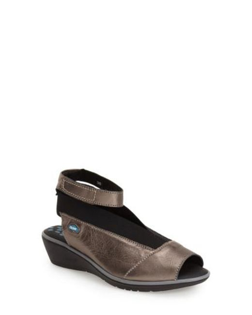 Cloud | Gray 'saucy' Ankle Strap Wedge | Lyst