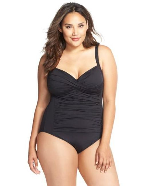 La Blanca | Black Ruched One-piece Swimsuit | Lyst