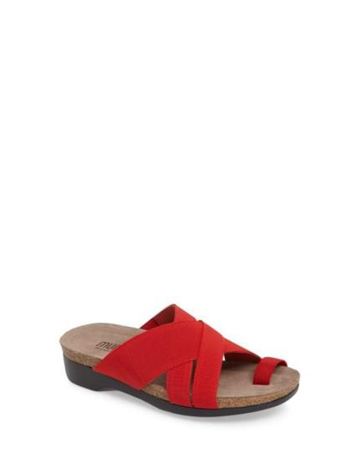 Munro | Red Delphi Slide Sandal | Lyst