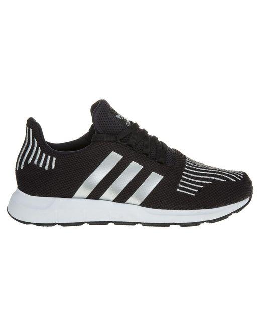 adidas swift run formatori in nero per gli uomini lyst