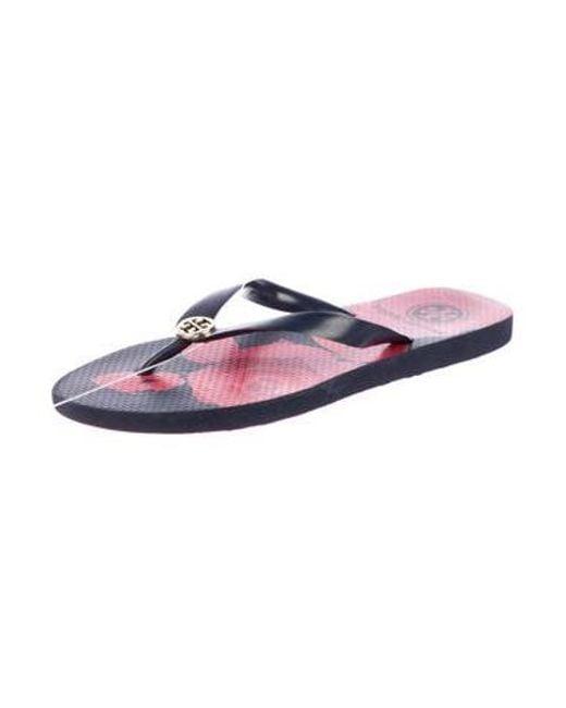 d9e7243167b ... Tory Burch - Metallic Rubber Thong Sandals Navy - Lyst ...