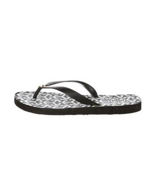 d153b08adc7653 Tory Burch - Metallic Rubber Thong Sandals Black - Lyst ...