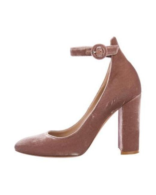 9a76e6a54897 Gianvito Rossi - Pink Velvet Round-toe Pumps - Lyst ...
