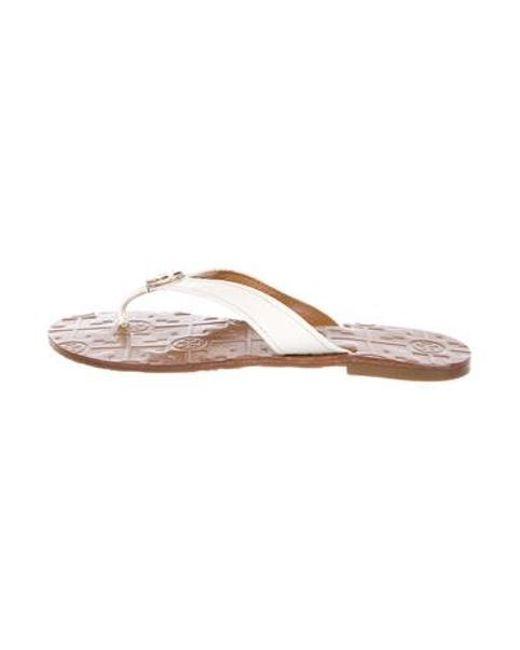 e744e1f12e5779 Tory Burch - Natural Patent Leather Logo Sandals Neutrals - Lyst ...