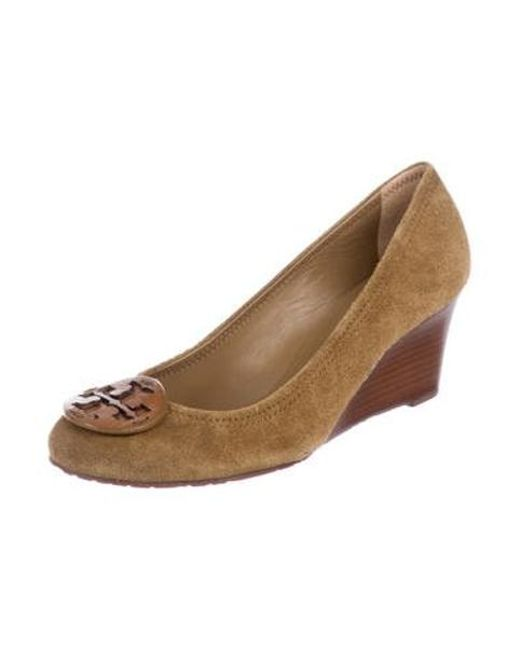 29bb381fb8e8 ... Tory Burch - Natural Suede Logo Wedges Tan - Lyst ...