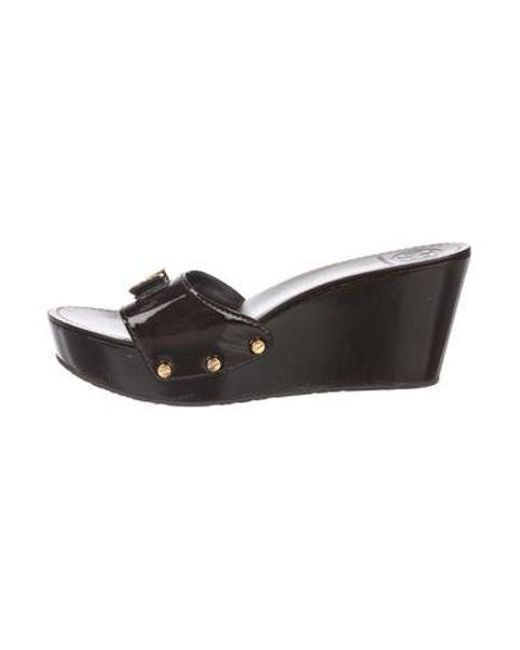 c667e63230c8 Tory Burch - Metallic Patent Wedge Slide Sandals Brown - Lyst ...