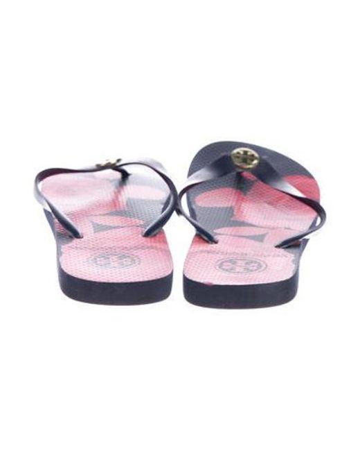 3c6ee4c1628 ... Tory Burch - Metallic Rubber Thong Sandals Navy - Lyst