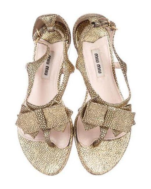 1955c71e4e6a7 ... Miu Miu - Metallic Miu Embossed Bow Sandals Gold - Lyst ...