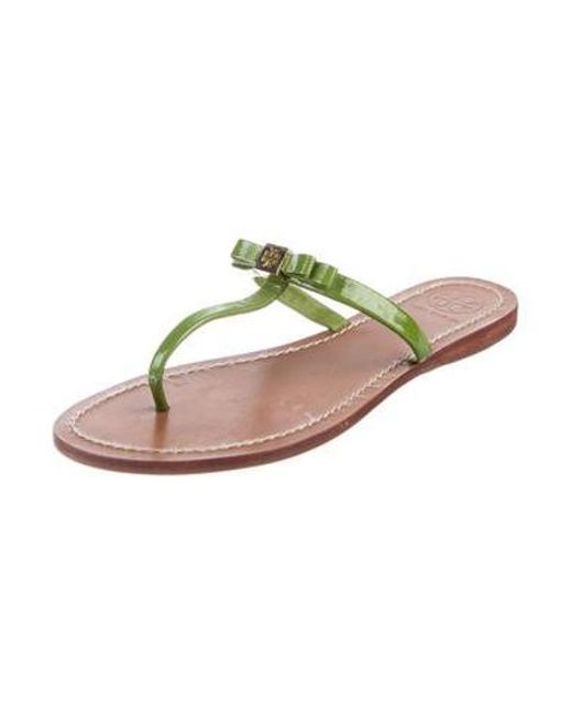 8d1b7f3165e794 ... Tory Burch - Green Patent Leather Thong Slide Sandals - Lyst ...