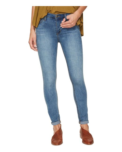 Free People - Blue Gummy Denim High-rise Roller Crop Jeans (light Denim) Women's Jeans - Lyst