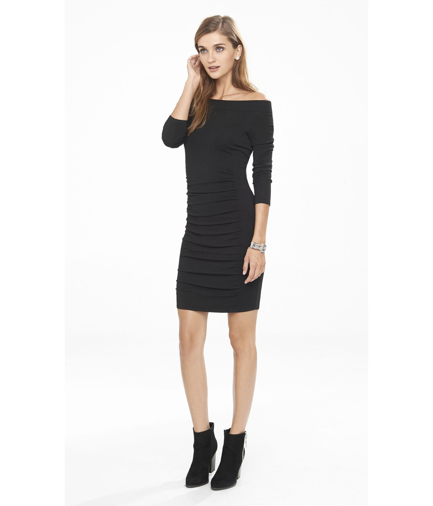 Juniors sweater dresses can be worn in much the same way. When it comes to ladies sweater dresses, the main selling point is the familiar texture of the knit sweater dress. This is what makes the long sleeve sweater dress a hit for the holiday season.