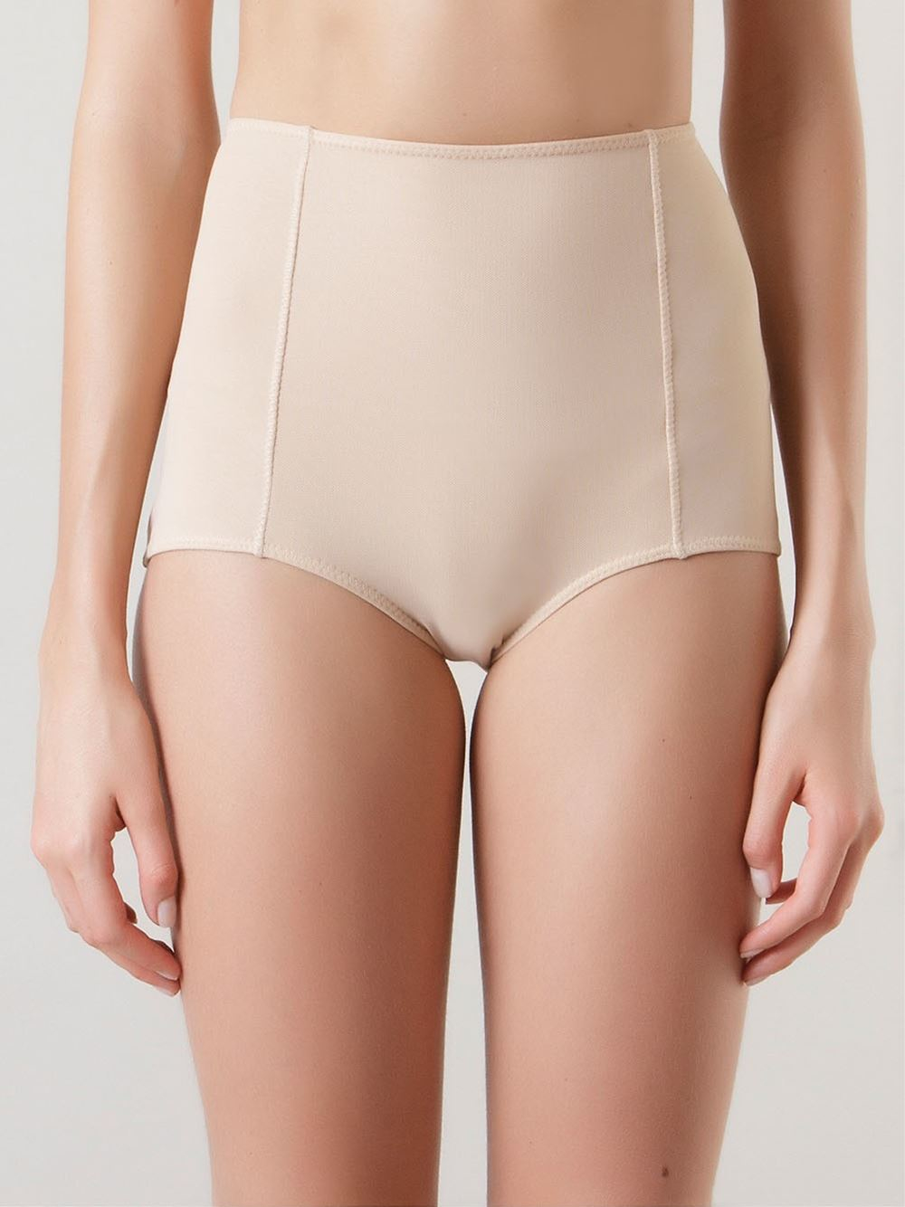 Nudes in hot pants