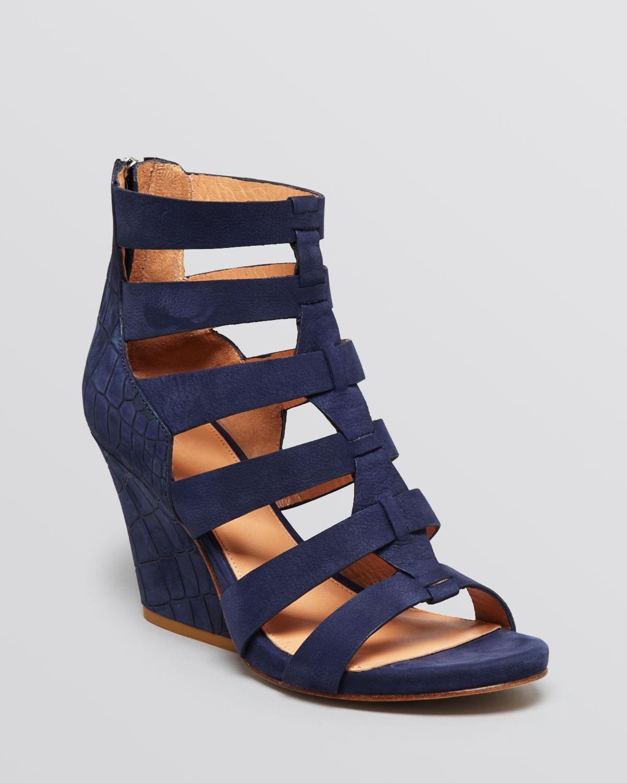 8c584050fc86 Sigerson Morrison Open Toe Platform Wedge Gladiator Sandals Vernice ...