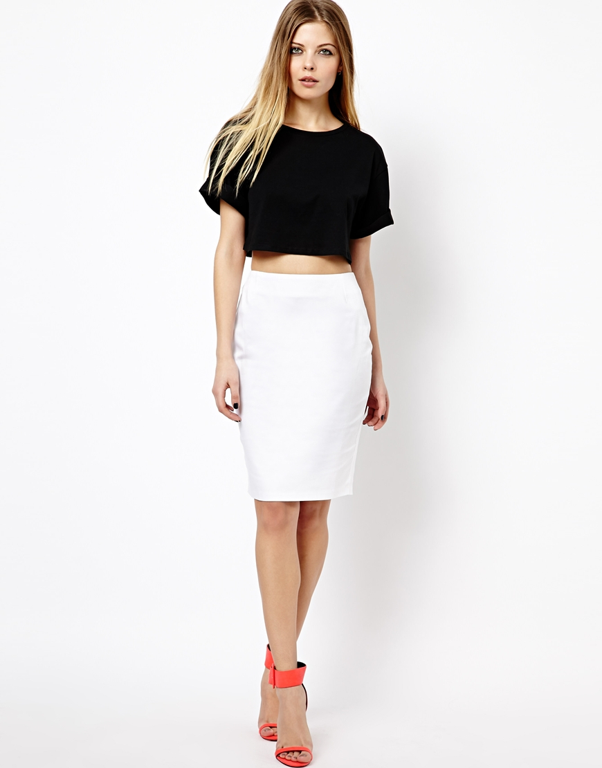 High Waisted Skirts. Inject some vintage-chic into any wardrobe with high waisted skirts. This feminine skirt style features a high waist that accentuates curvy hips and a slender torso. Wearing a skirt with an airy shirt tucked into the high waistline is a timeless hourglass look that flatters any body type.