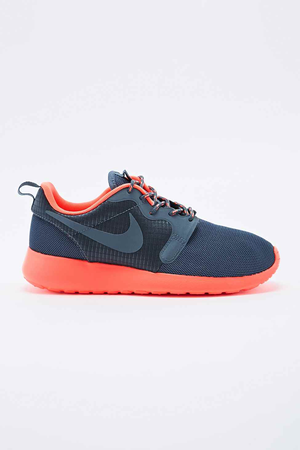 lyst nike roshe run trainers in grey and coral in gray. Black Bedroom Furniture Sets. Home Design Ideas