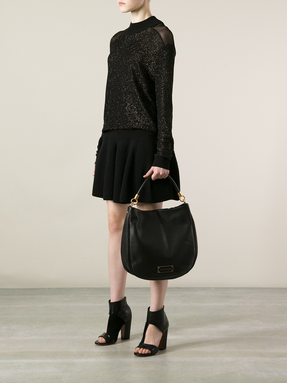 2953946f7f03 Gallery. Previously sold at  Farfetch · Women s Marc Jacobs Too Hot To  Handle Women s Chanel Gabrielle Women s Ring Handle Bags ...