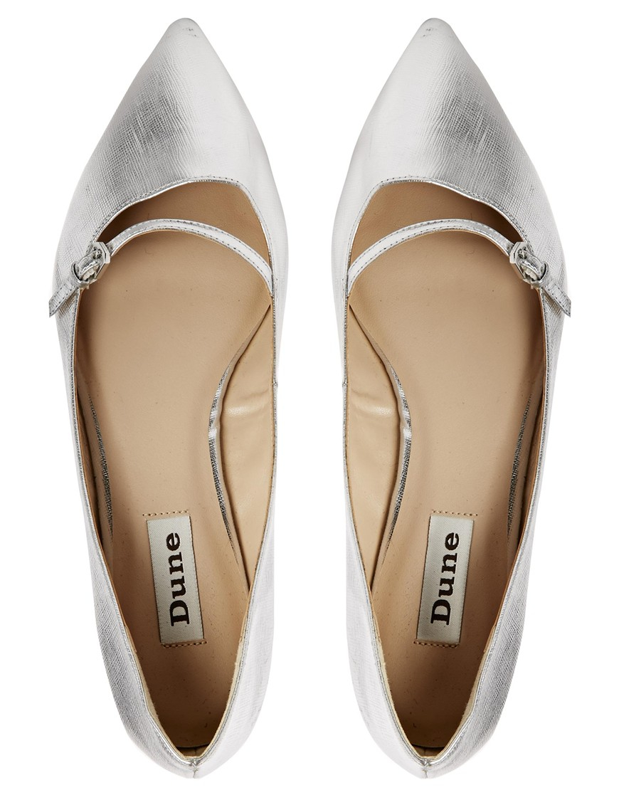 Elegant flat shoes are making their debut on red carpets around the world. Whether you are looking for classic ballet flats or embellished slippers, we have a stunning selection all .