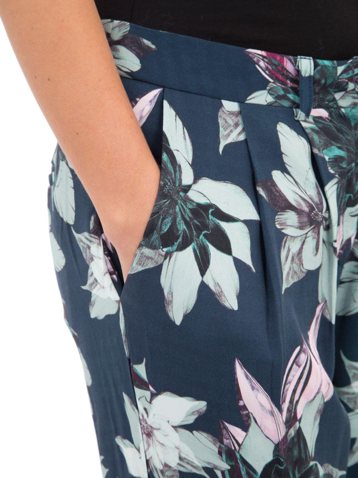 TROUSERS - Shorts Lavand KIeLNA