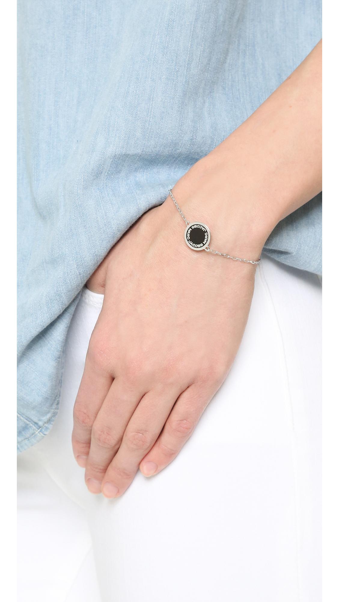 Silver Enamel Logo Disc Bracelet Marc Jacobs rkepdz