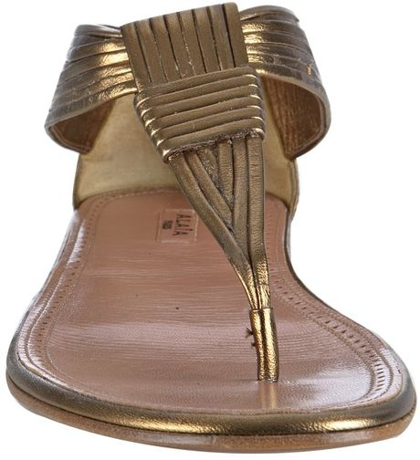 Ala 239 A Bronze Leather Thong Flat Sandals In Gold Bronze