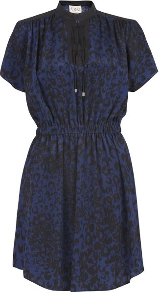 Sea Blue Broken Chain Print Lace Neck Dress in Blue