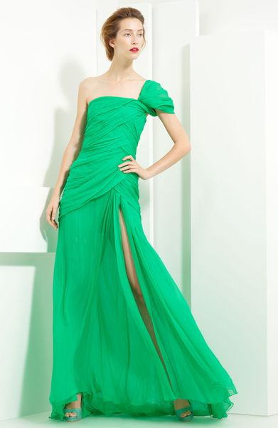 Oscar De La Renta Crinkled Chiffon One Shoulder Gown in Green