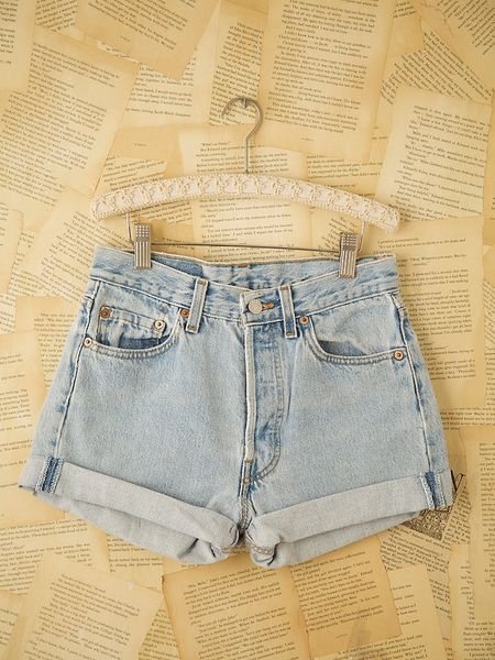 Free People Vintage Levis Denim Cutoffs in Blue (denim)