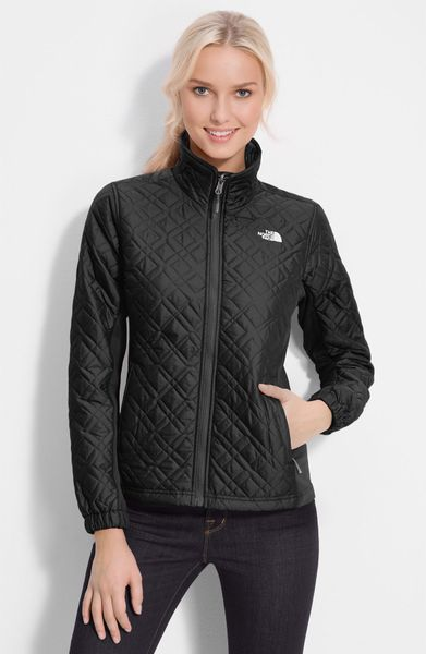the north face kosmo quilted jacket in black lyst