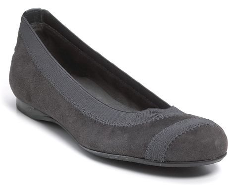 Stuart Weitzman Giveable Flexible Ballet Flats in Gray (black suede) - Lyst