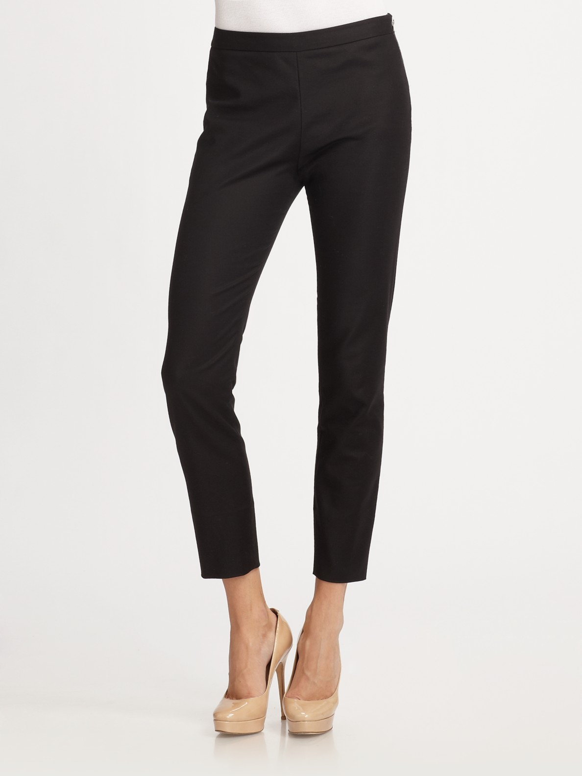 The best travel pants for women don't have to be bulky and unattractive. We've found the perfect pants to join you on all your adventures. They're versatile, lightweight, highly functional, and stylish, too!