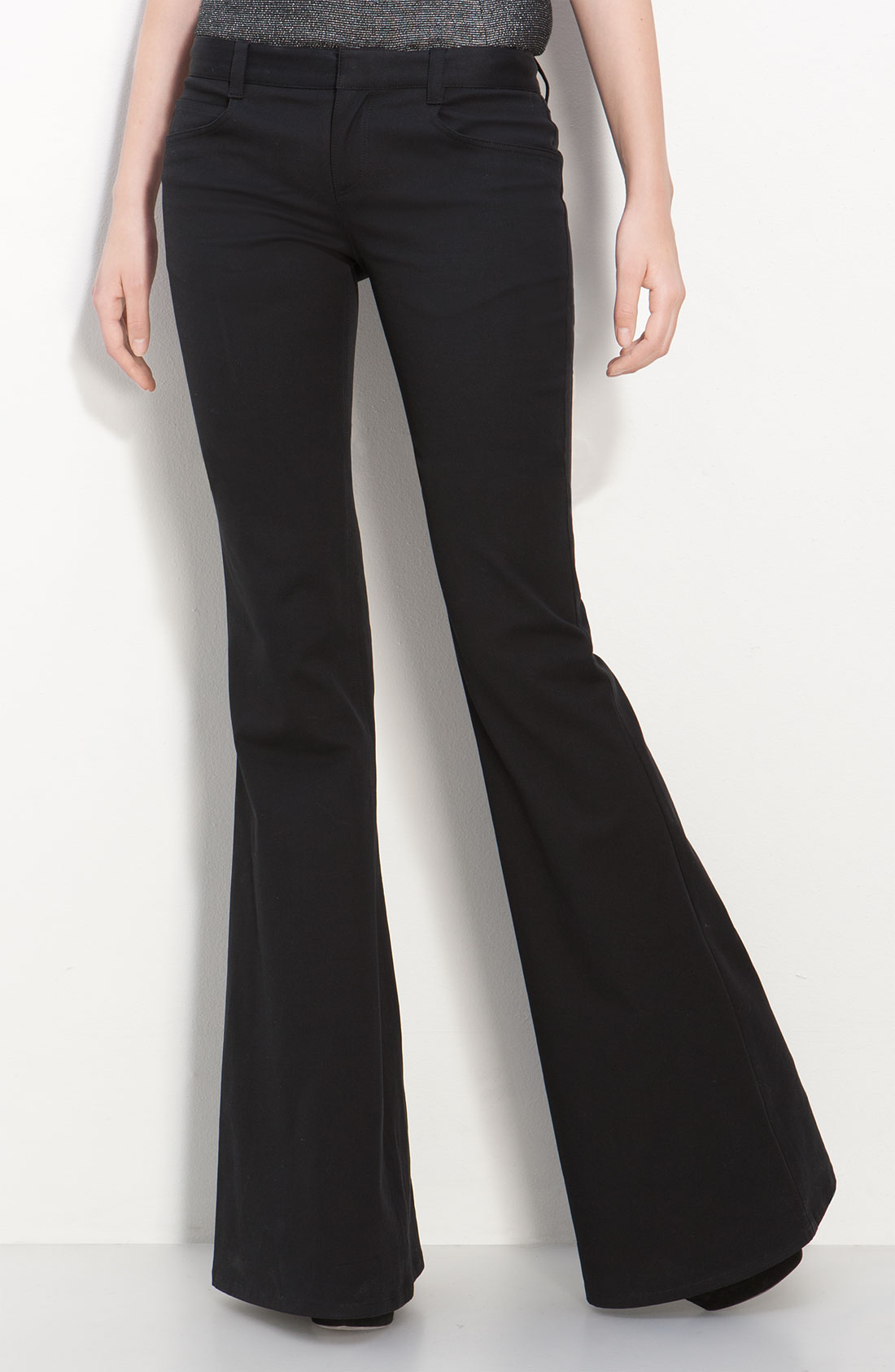 A more streamlined cut means the leg line of this pant is closer to your own leg line, fitted through the hip and thigh. Size Tip If you prefer your scrubs to have a little more breathing room, try ordering one size larger than you typically would in a scrub top or pant with a junior fit.