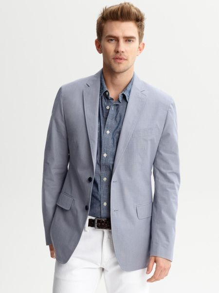 The men's blazers from Banana Republic are sharp, stylish and for fashion forward guys. Discover an assortment of blazers for men from casual to dressy styles.