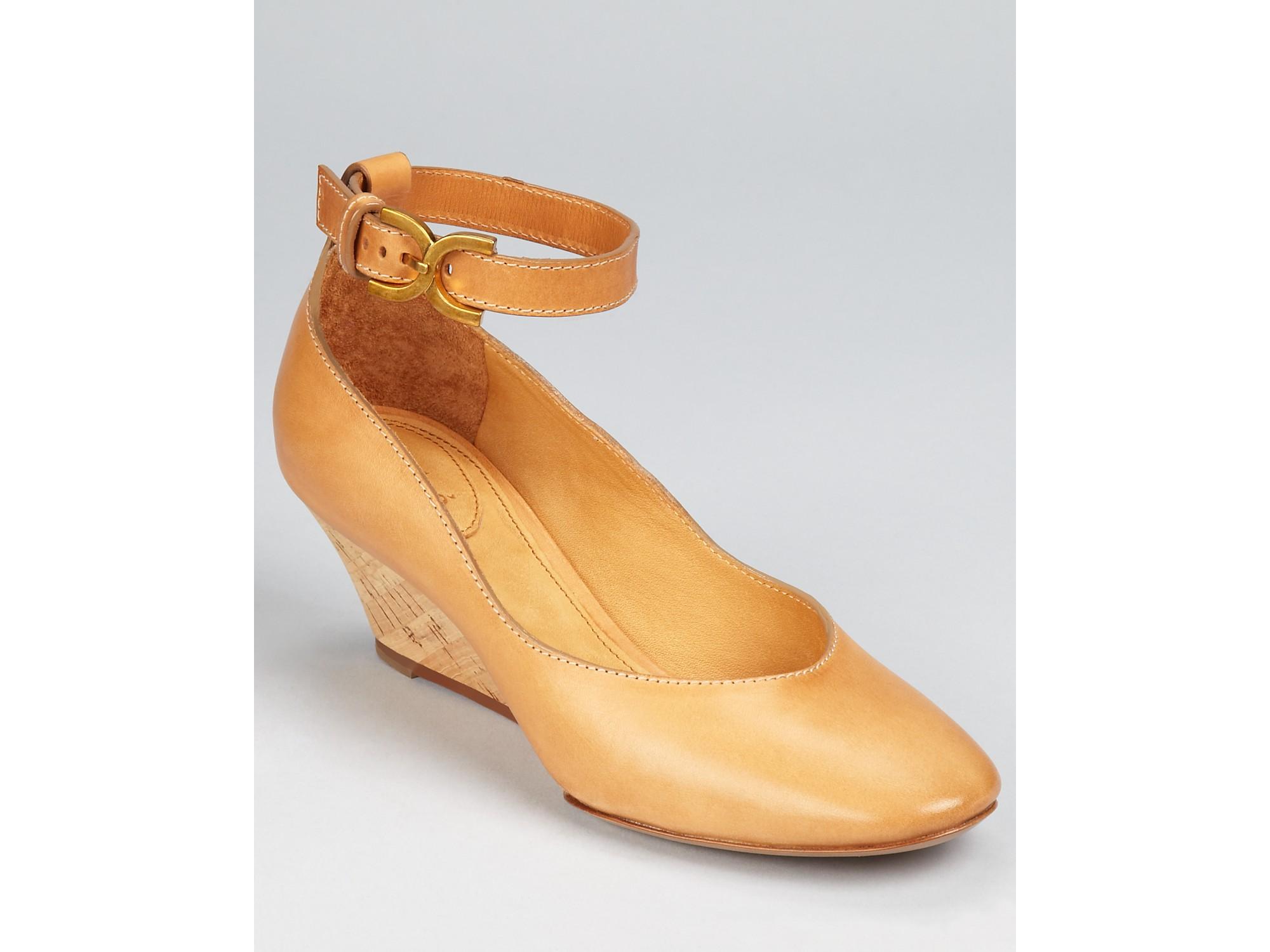 chlo 233 shoes mini wedge in beige tucson lyst