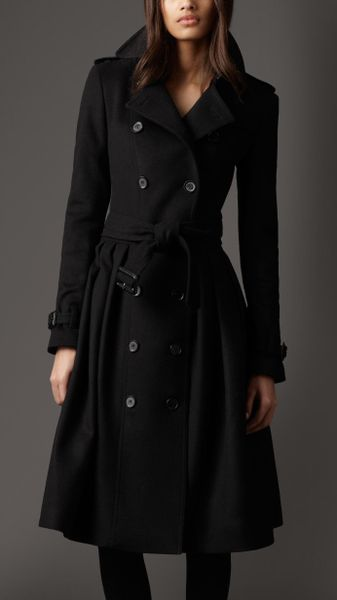 Burberry Full Skirt Virgin Wool and Cashmere Coat in Black