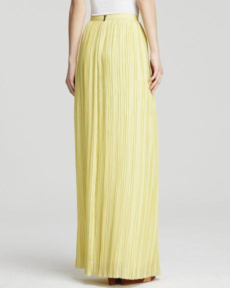 Alice olivia maxi skirt viva pleated in yellow light yellow lyst