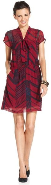 Dkny Capsleeve Printed Tieneck Shirtdress in Red