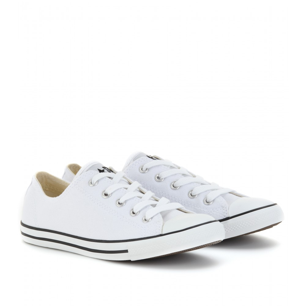 converse chuck taylor all star low in white lyst. Black Bedroom Furniture Sets. Home Design Ideas