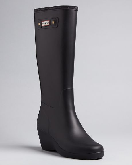 Hunter Rain Boots Moss Wedge in Black