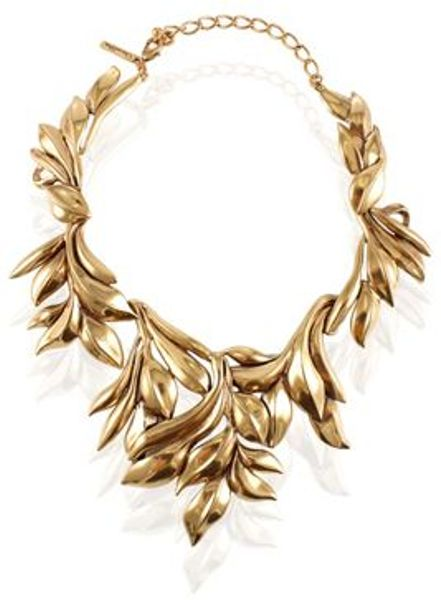 Oscar De La Renta Leaf Motif Collar Necklace in Gold