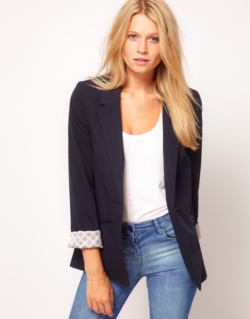 Boyfriend Blazer. Do you ever find yourself telling your boyfriend that his jacket looks better on you than it does on him? Maybe it is time for you to pick up your very own boyfriend blazer. Boyfriend-style clothing is a hot trend—from boyfriend jeans to shirt dresses, it is a fun and flirty look. You love the way you look and feel in your boyfriend's jacket.