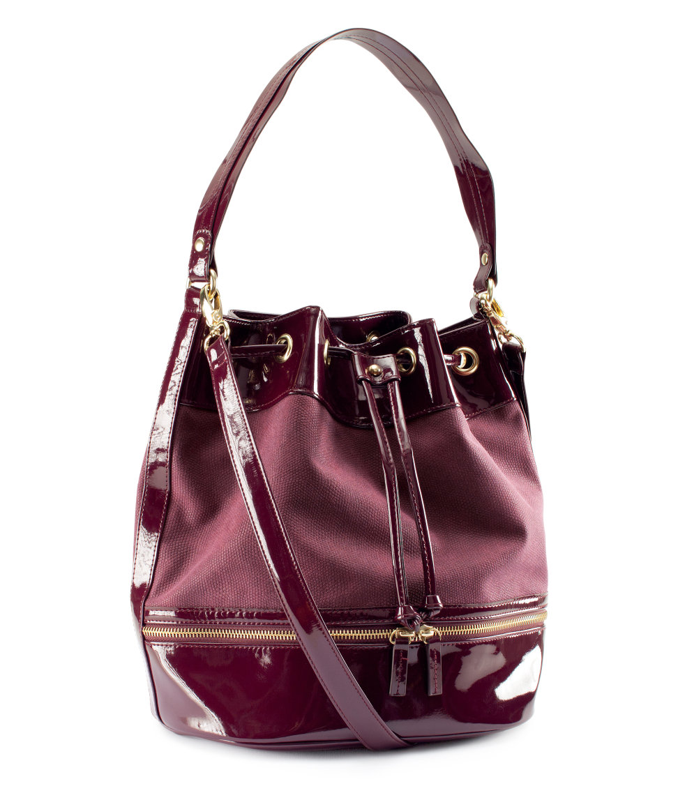 bags and backpacks for girls The latest bags for girls, ideal for any moment. Choose backpacks or crossbody bags perfect for school, or fashionable handbags to fill her weekends with style.