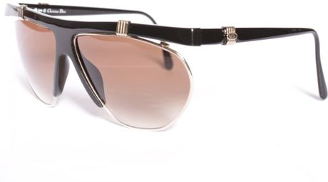 Sunglasses of Dina Fashion