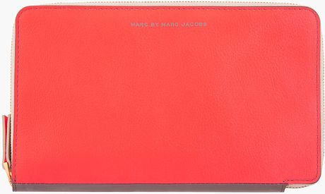 Marc By Marc Jacobs Vivid Coral Combo Sophisticato Travel Wallet in Orange (coral)
