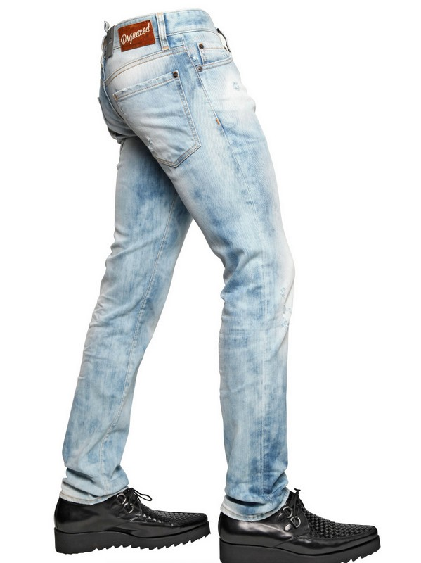 Bleached ripped jeans look great teamed with pastel colors, such as flattering jumpers and eye-catching T-shirts, and some shimmering jewelry provides the finishing touch! Men's ripped jeans are .
